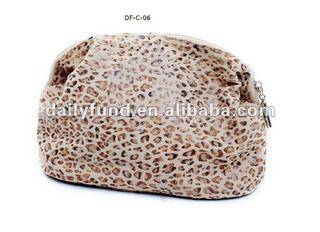 Basic cosmetic bag