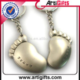 Artigifts promotion metal foot shaped keychain