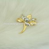 Brooch. pearl brooch for women