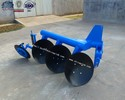 Farm pipe disc plough implement for 4-wheel tractor