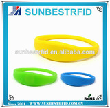 125khz and 13.56mhz funny pool waterproof rfid silicone bracelet